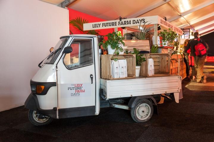 Buitelaar Verhuurt : Rollend voertuig Piaggio wit
