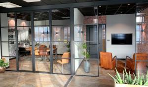 Bedrijfsinterieur - Glazen wanden - industriele tussengevels -Moerman bouwen (3)