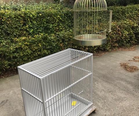 Staal verzinkte staande vogelkooi - Hangende messingkleurige vogelkooi